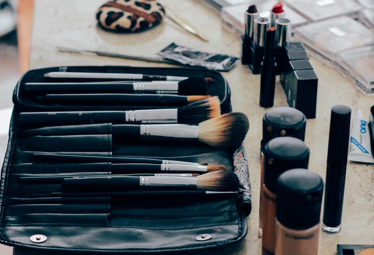Maquillaje del rostro para un embellecimiento facial