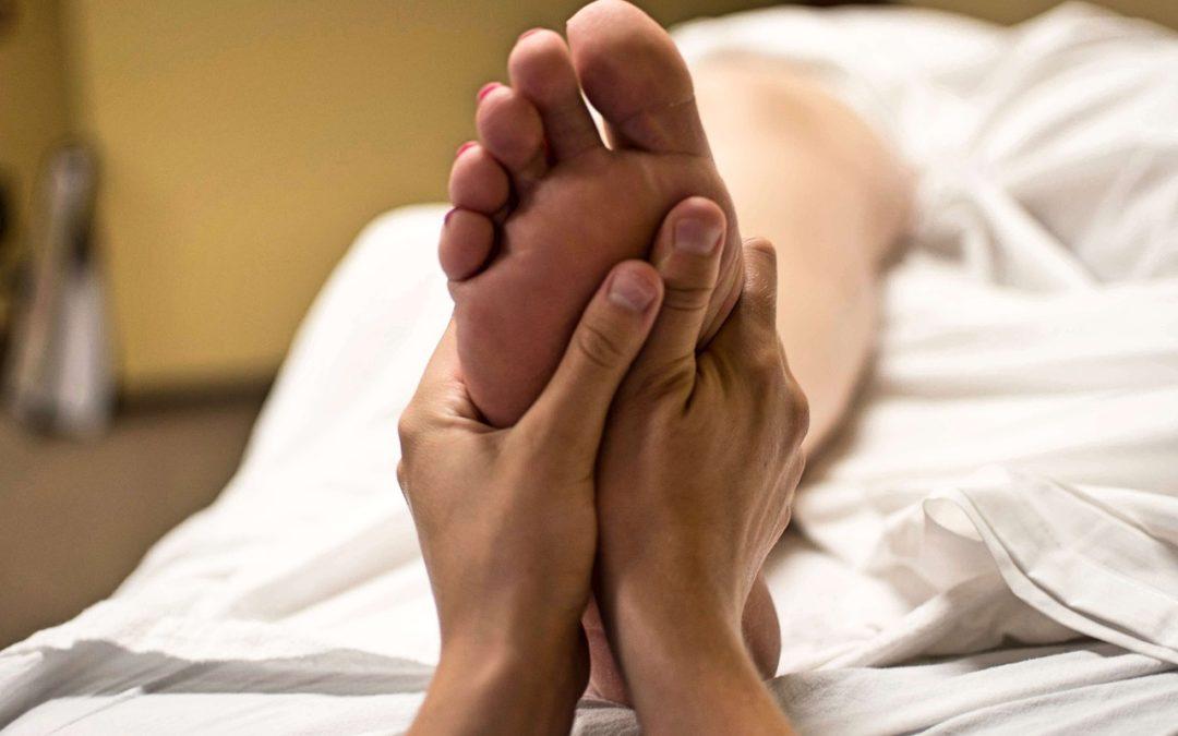 Importancia de masajes en los pies antes de ir a la cama