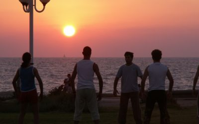 Cambia tu estilo de vida con terapias grupales de Yoga