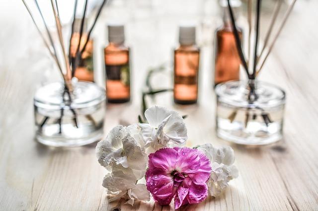 Se puede combinar la musicoterapia con la aromaterapia para realizar masajes relajantes